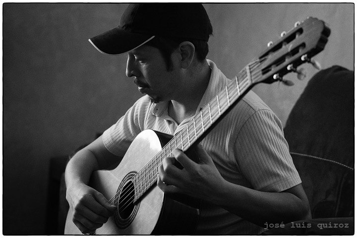"La guitarra de Arturo ""El Güero"" Arellano"